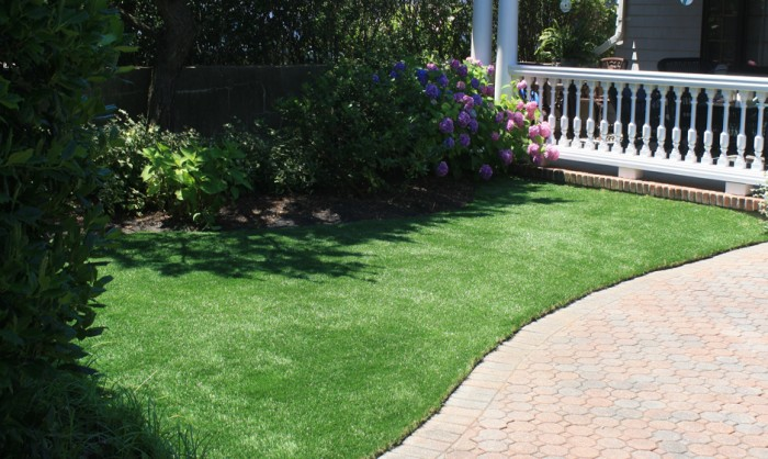 Synthetic, Artificial Grass for Residential Homes, Front- and Backyards, Lawns